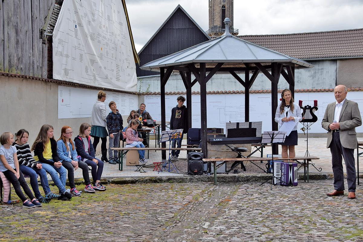 Burgen-Blick - Im Bach-Stammhaus musizierte die Jugend