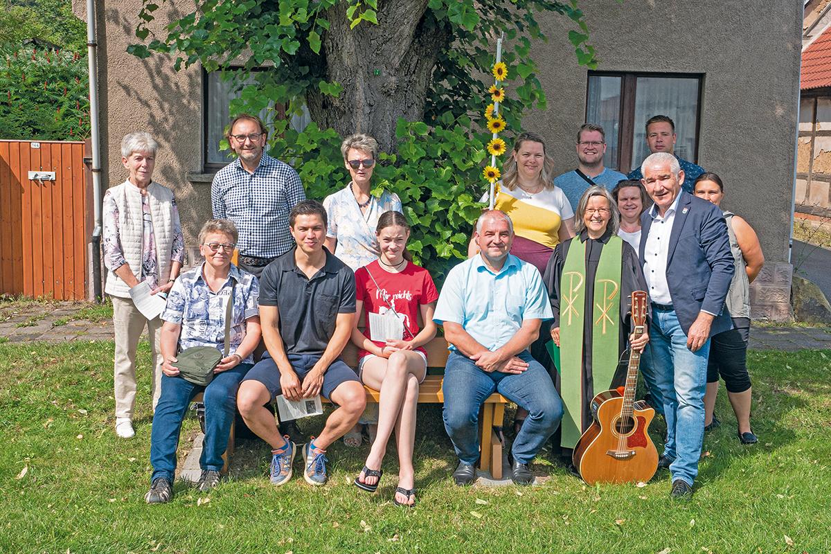 Burgen-Blick - Mitfahrbänke in der Gemeinde Drei Gleichen aufgestellt